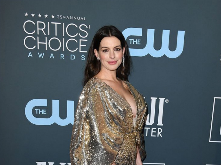 El sensual look de Anne Hathaway en los Critics' Choice Awards 2020